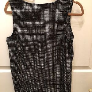 Sleeveless black and white pattern top